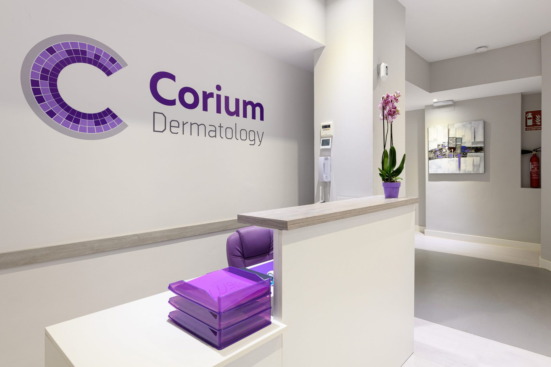 recepción Corium Dermatology